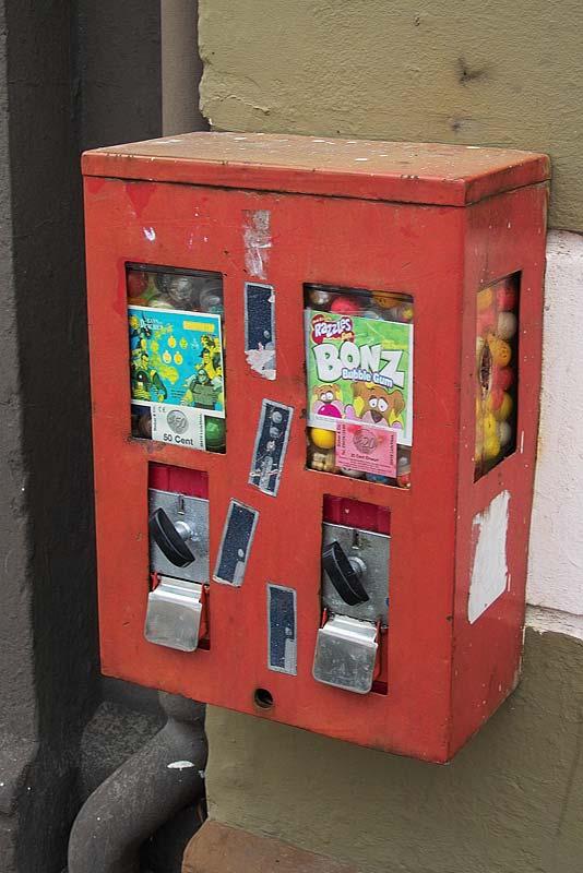 http://www.gelsenkirchener-geschichten.de/userpix/-1/-1_kaugummiautomat_ueckendorferstr2_1.jpg